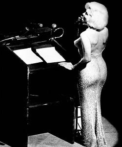 Marilyn-Monroe-'Happy-birthday-dear-Mr.-President'